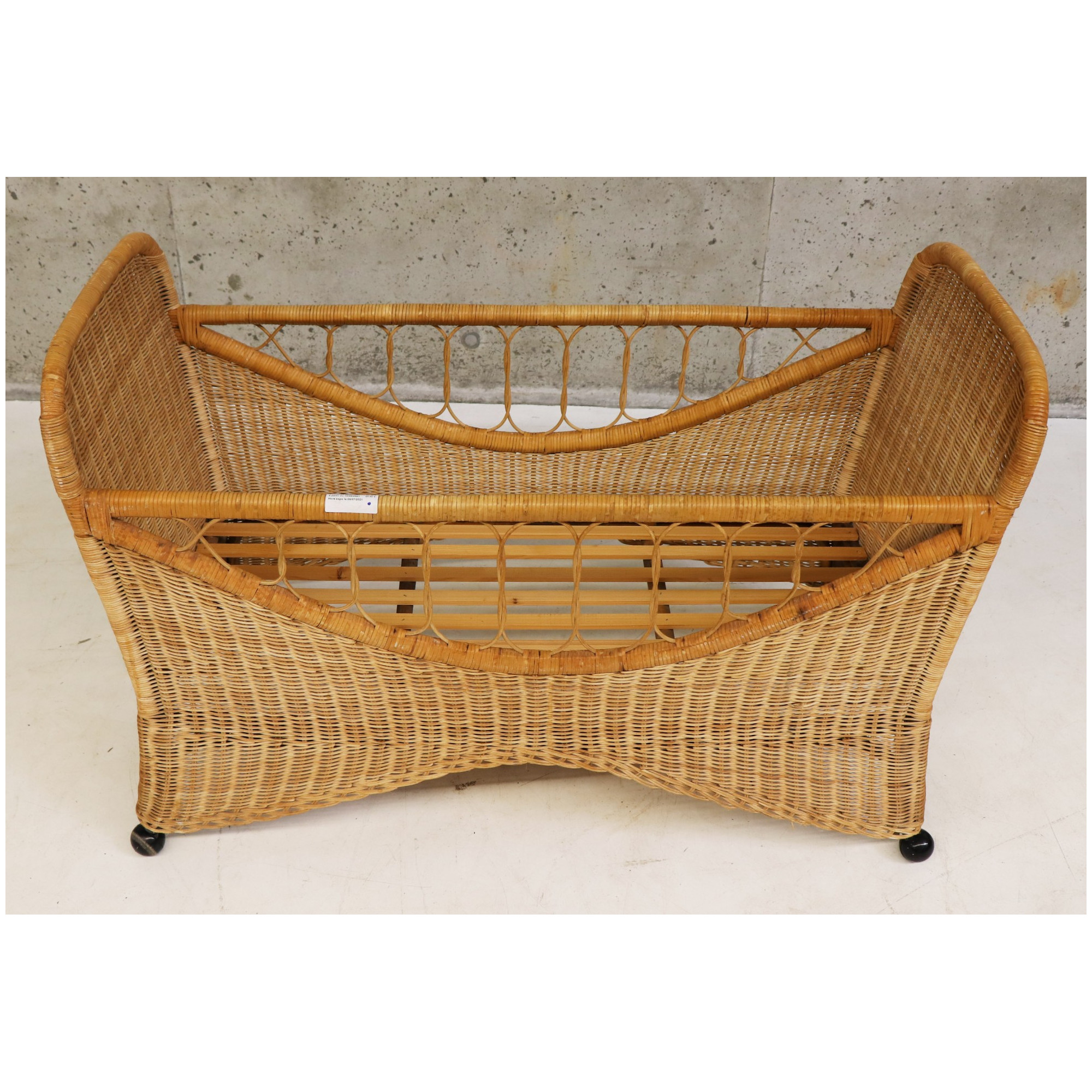 Rattan bed on Wheels